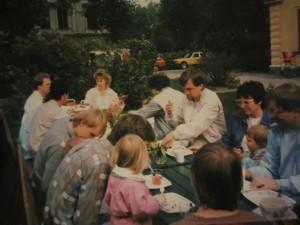 Barnkalas-på-gården-mitten-av-80-talet-300x225