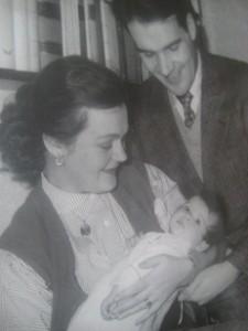 Hjördis Göte och jag som baby