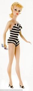 Barbie i högklackat på stranden