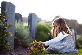 Barn vid grav