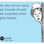 kasta inte sten i glashus
